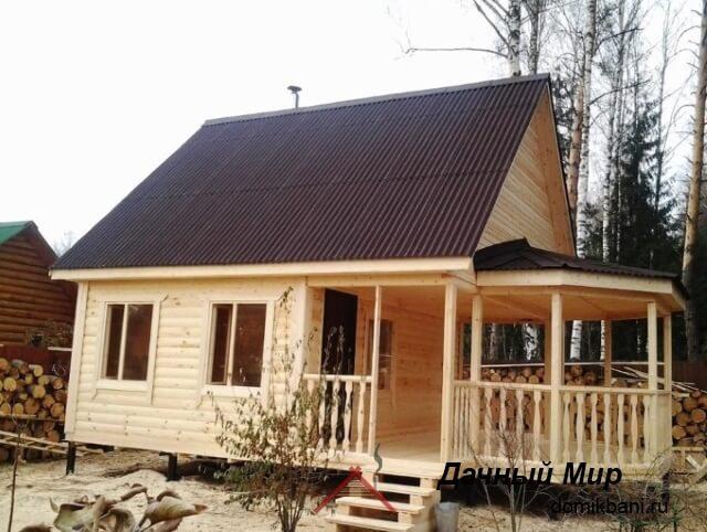 Оригинальный дом с беседкой
