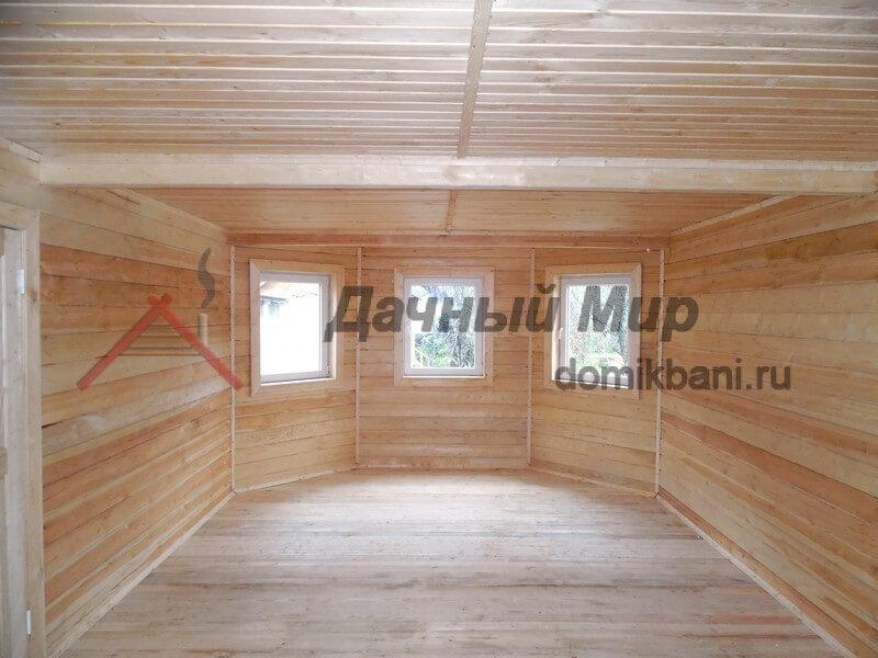 Вид внутри деревянного дома построенного в Твери
